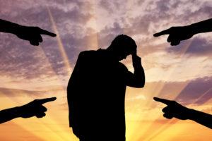 СТАРАТЬСЯ ВОЗДЕРЖИВАТЬСЯ ОТ ОСУЖДЕНИЯ ЛЮДЕЙ, СТРАДАЮЩИХ КОМПУЛЬСИВНЫМ ПЕРЕЕДАНИЕМ