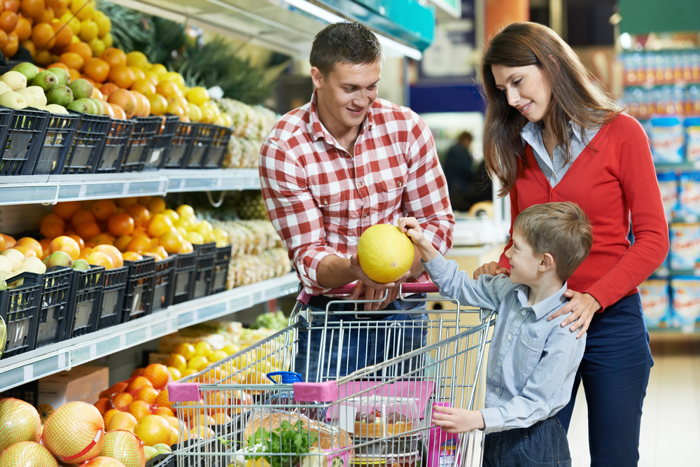 Составление списков продуктов и их закупка – общее дело всей семьи