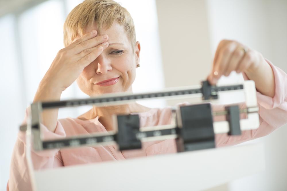 Возрастные гормональные изменения способствуют росту жира